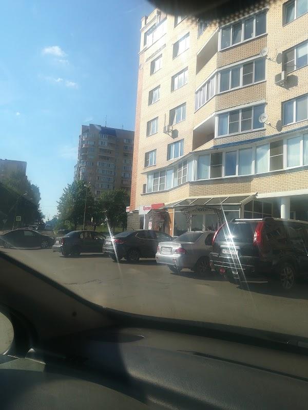 Винный магазин «Красное и Белое» в городе Чехов, фотографии