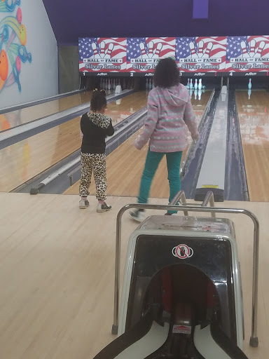 Bowling Alley «Hall of Fame Silver Lanes», reviews and photos, 748 Silver Ln, East Hartford, CT 06118, USA