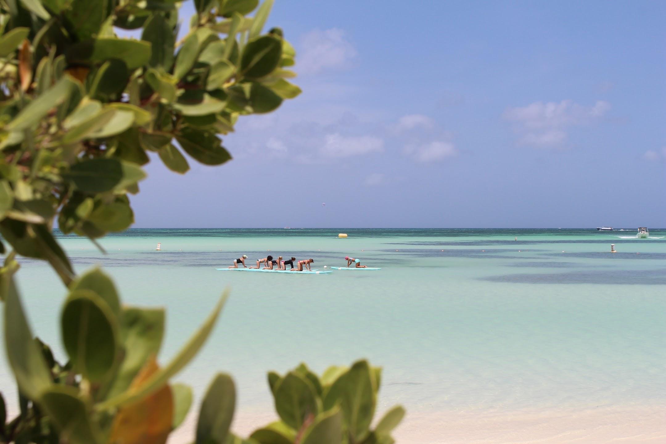 Esto es Yoga en Playa Las Coloradas en la costa Caribeña de Panamá