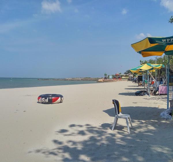 Pantai Pasir Putih Dalegan