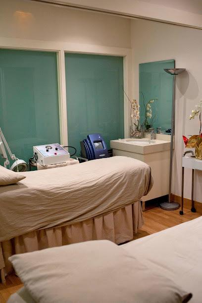 imagen de masajista Centro Fisioestético Cos Esvelt