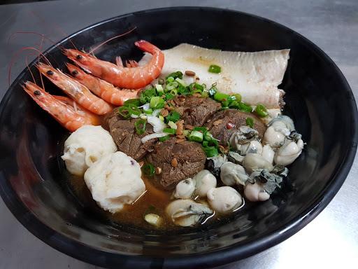 布袋迦南海陸牛肉麵