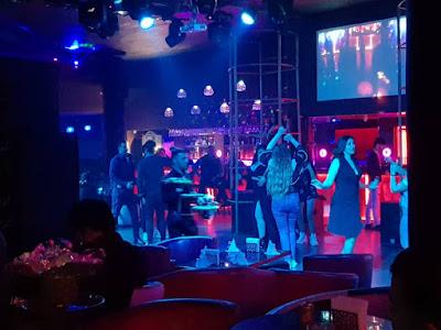 Ночной клуб в саках официант в клуб москвы парень