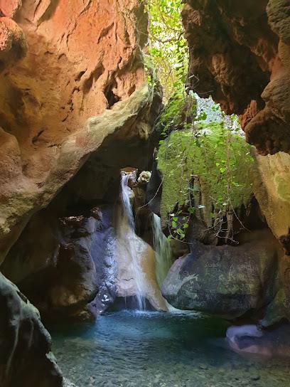 Gruta río Cuadros