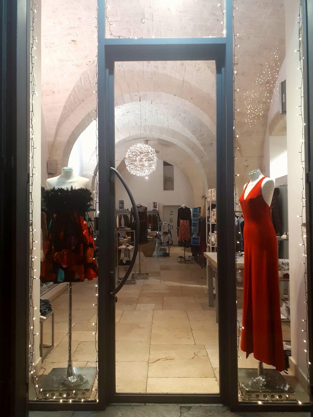 Zed Abbigliamento Di Ancona Alba Anna nella città Triggiano