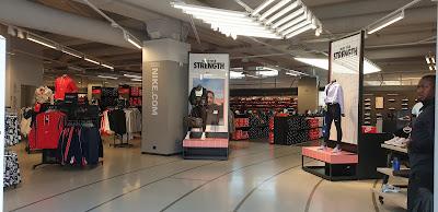 Brutal De Verdad principio  Nike Factory Store - Sportswear Shop in Milan, Italy | Top-Rated.Online