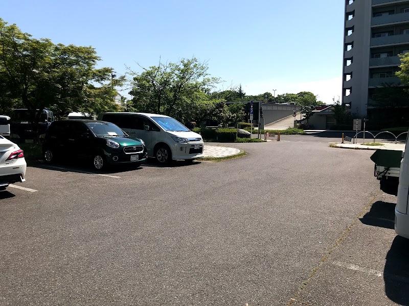 毘森公園駐車場