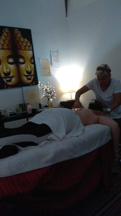 imagen de masajista Masaje y Spazio