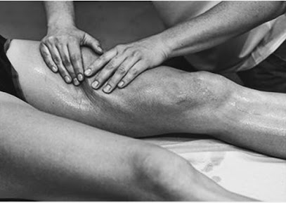imagen de masajista Tristan Rodriguez quiromasaje y masaje deportivo, vendaje neuromuscular, kinesiotape