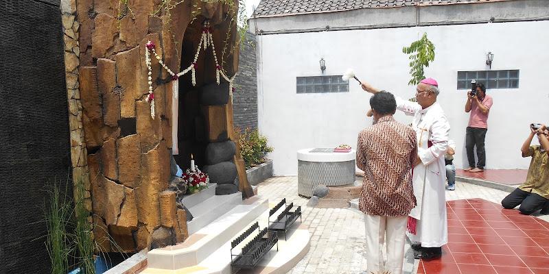 Diresmikan dan diberkati oleh Uskup Pujasumarta