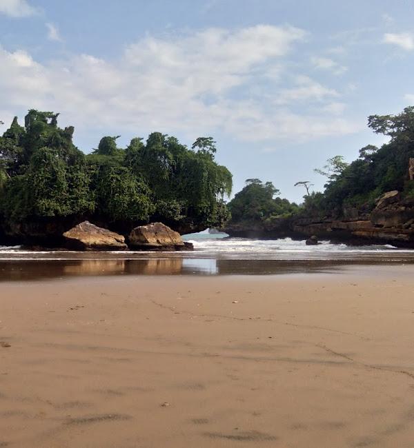Pantai Pelang Wonocoyo Panggul Trenggalek