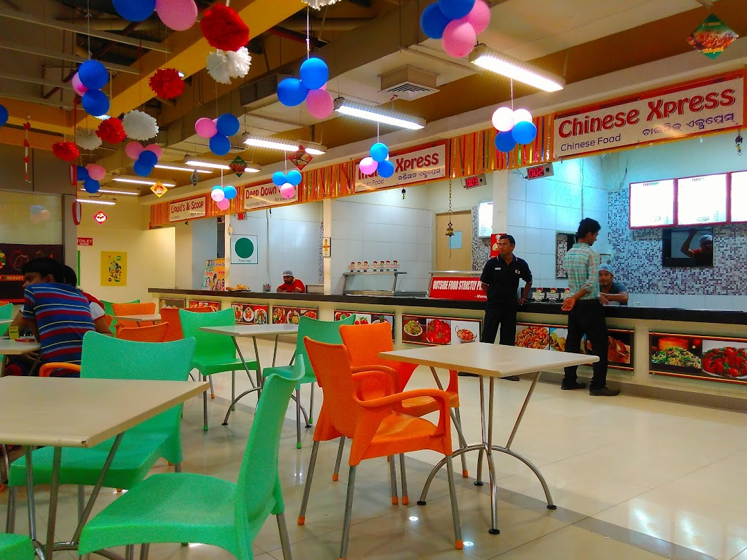 best places to hang out in bhubaneswar-reliance food court