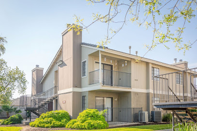 Edgewater Isle Apartments & Townhomes