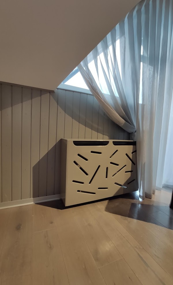 masca calorifer suspendata la perete sub geam