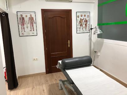imagen de masajista FISIOPLUS. Centro de Fisioterapia y Pilates