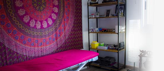 imagen de masajista Centre de Teràpies Naturals i Fisioteràpia Integrativa AURA
