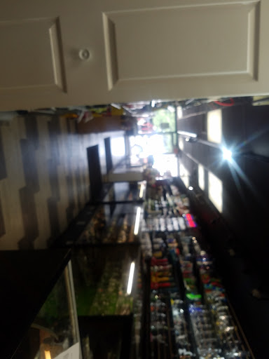 Tobacco Shop «ALTITUDE SMOKE SHOP», reviews and photos, 461 W Virginia St, Crystal Lake, IL 60014, USA