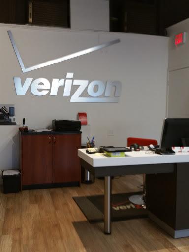 Cell Phone Store «Verizon Lexington», reviews and photos, 1792 Massachusetts Ave, Lexington, MA 02420, USA