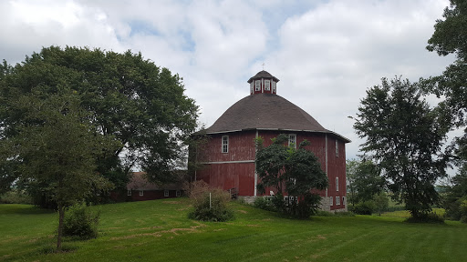 Tourist Attraction «Secrest 1883 Octagonal Barn», reviews and photos, 5750 Osage St SE, West Liberty, IA 52776, USA