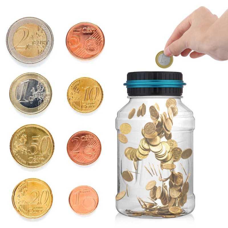 Монеты и стеклянная банка