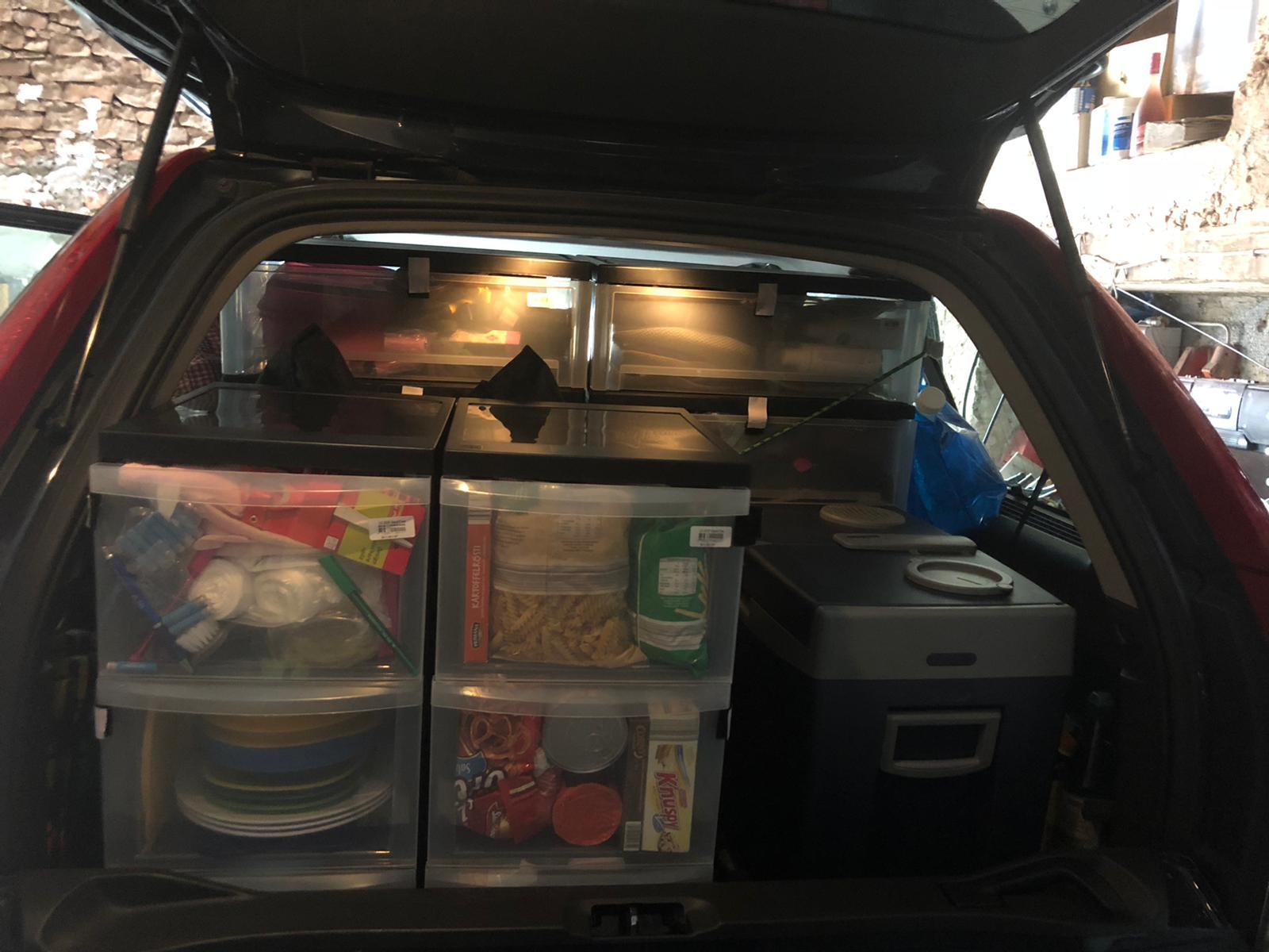 Bild von Kisten Ausbau im Kofferraum