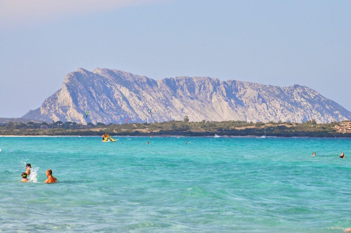 О-в Таволара с пляжа Ла Синта