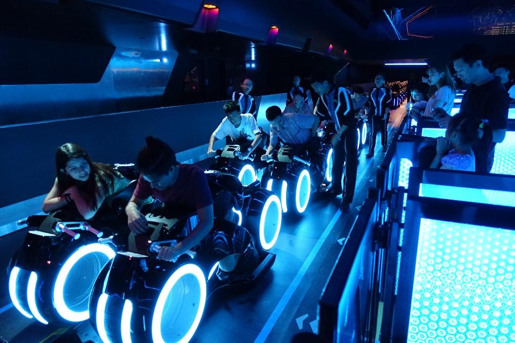 File:Tron Lightcycles Power Run (29510933592).jpg - Wikimedia Commons