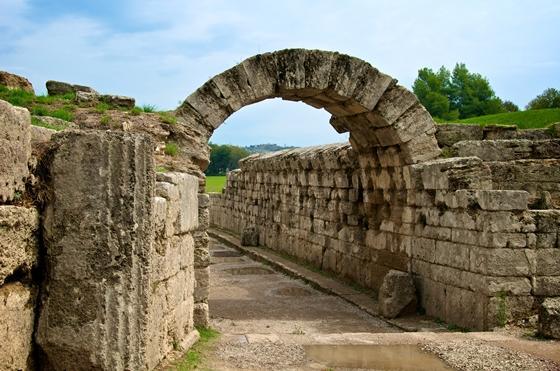 http://www.visitgreece.gr/deployedFiles/StaticFiles/Photos/Generic%20Contents/Arxaiologikoi_xwroi/stadium_entrance_olympia_560.jpg