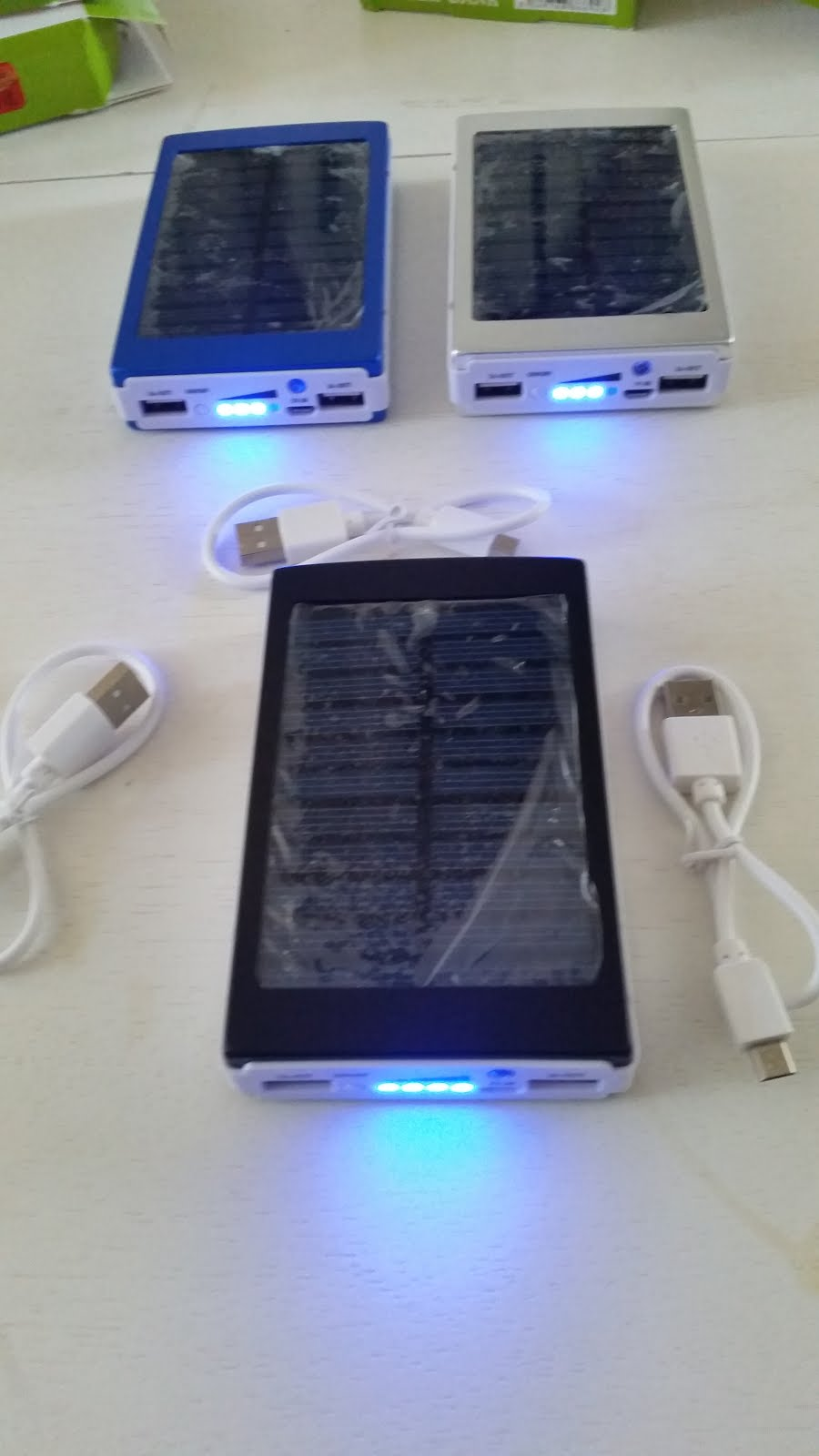 chargeur solaire 2 usb photovoltaique 30000 mah telephone tablette mp3 gadgets ebay. Black Bedroom Furniture Sets. Home Design Ideas