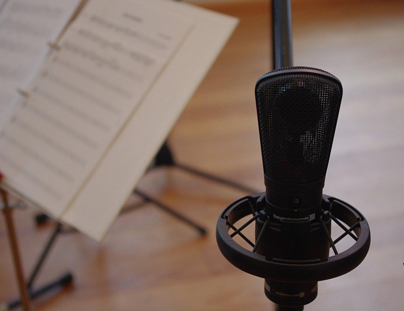 https://content.app-sources.com/s/28860800263691606/uploads/Stock_Images/singing-lessons-nola-school-music-3212658.jpeg