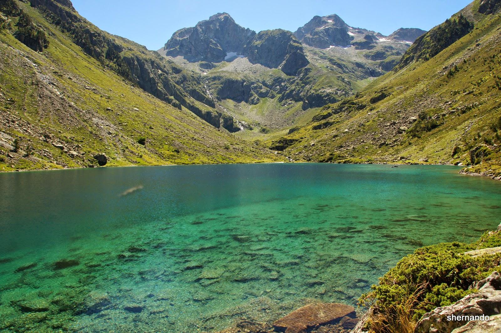 Imagínate estar aquí, en el Lago de Estom pasando el día haciendo senderismo con tus amigos o familia