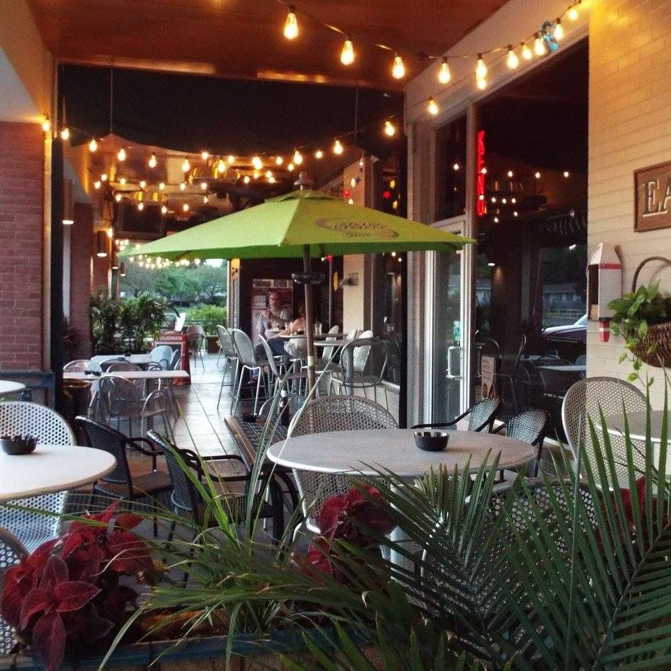 DeArini's Tavern & Grill outdoor seating