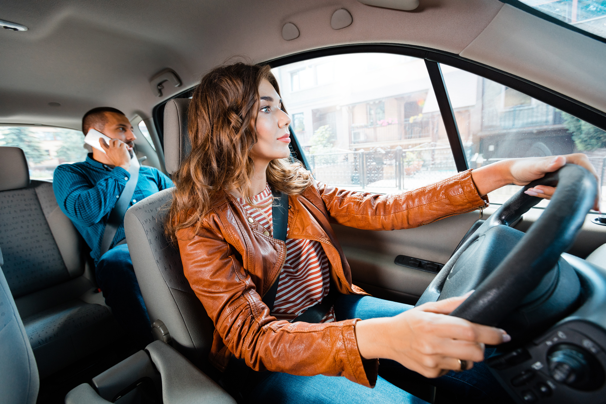 Как вести себя в неловких ситуациях, возникших в такси: способы избежания неуместных разговоров - Картинка 1