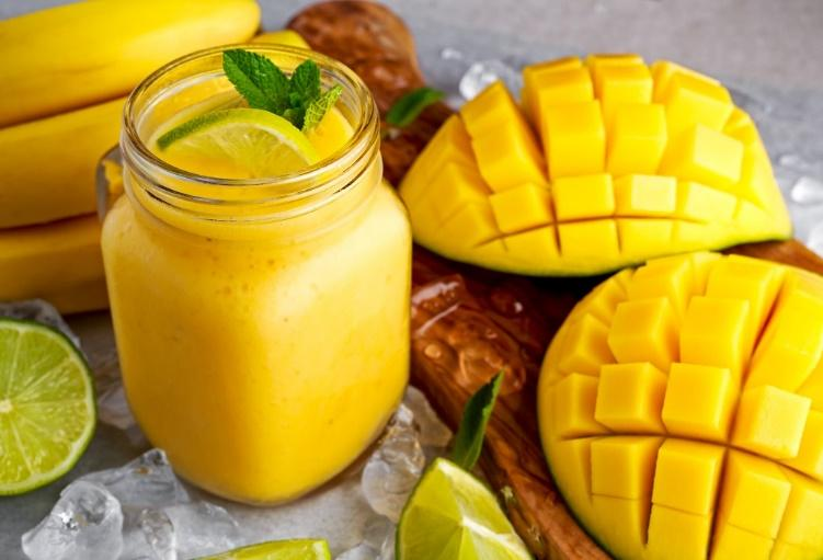 mango smoothie for fitness