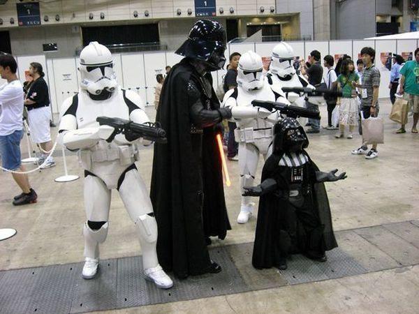Darth Vader, StromTooper y un Darth Vader pequeño