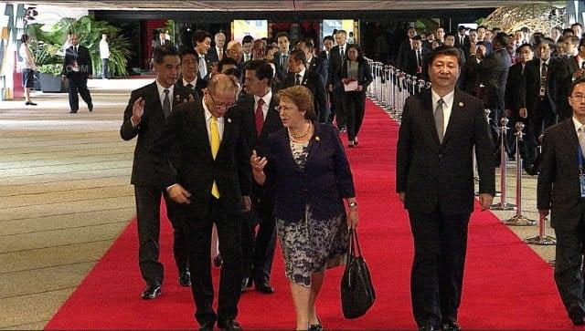 Hình ảnh Video: Ông Tập Cận Bình lẻ loi trên thảm đỏ APEC số 2