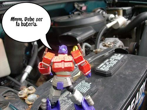 Las Vacaciones de Optimus Prime en Costa Rica - Optimus Prime camino a la playa (by mdverde)