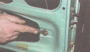 статья про Замена неподвижного и бокового стекол задней двери ВАЗ 2106