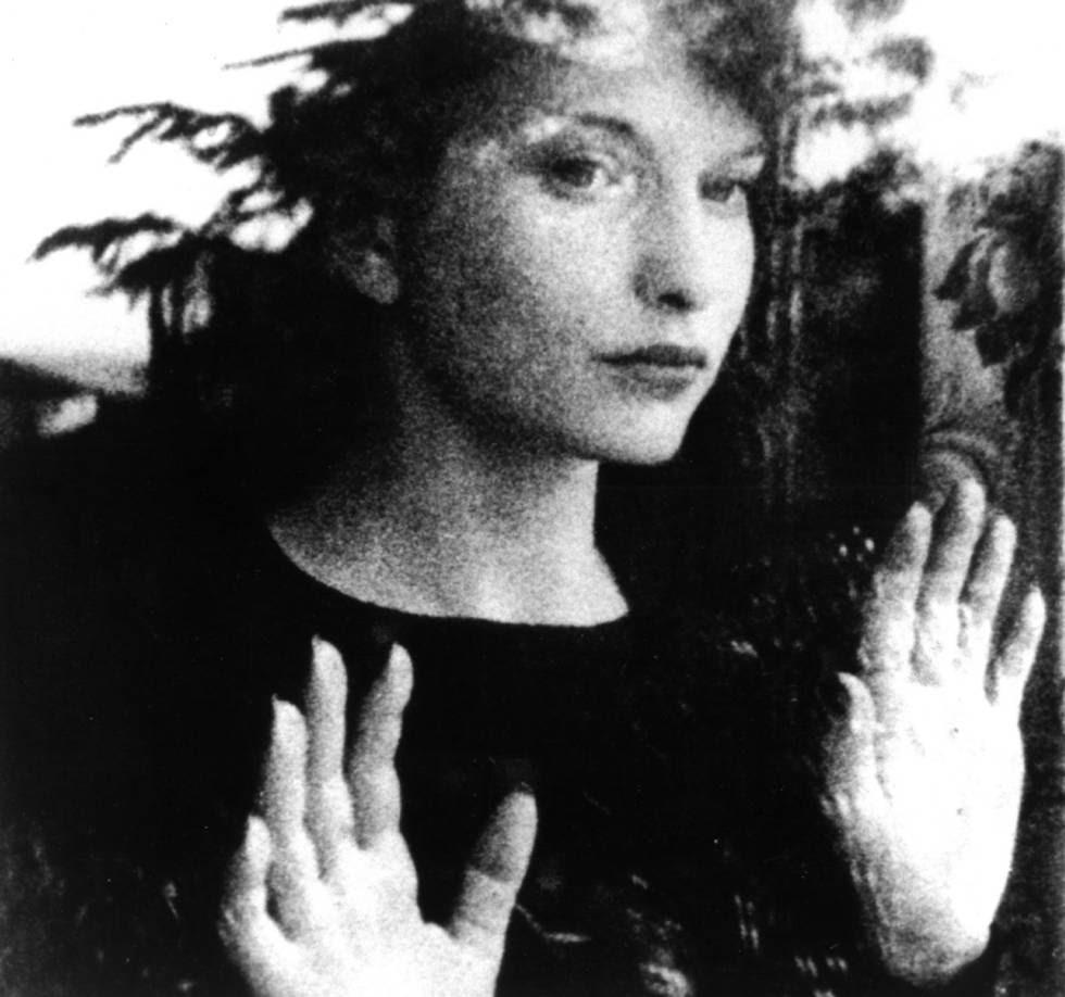 Maya Deren, en su película 'Meshes of the Afternoon' (1943). rn