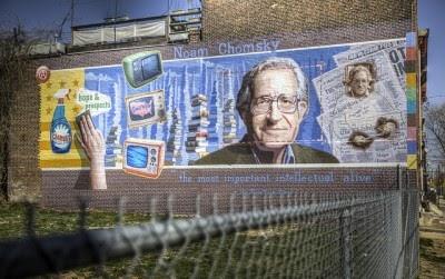"""Chomsky descreve política interna dos EUA como """"pura selvageria"""""""