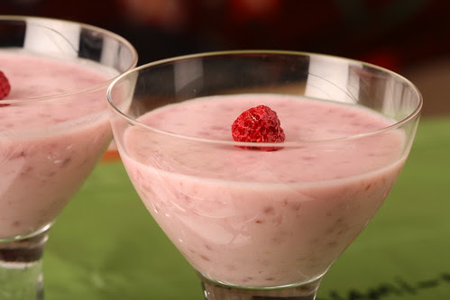 Kephir and raspberry jelly / Keefiritarretis vaarikamoosiga