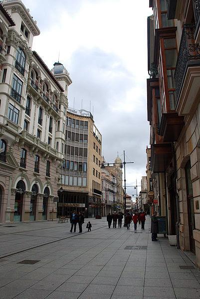 File:Palencia Calle Mayor 001.jpg