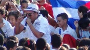 Arnaldo y su Talisman gritan Viva Fidel, foto Lia Villares