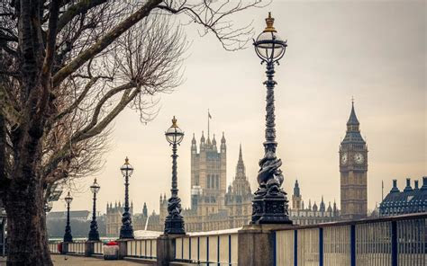 uk tourism industry intends  weather brexit storm
