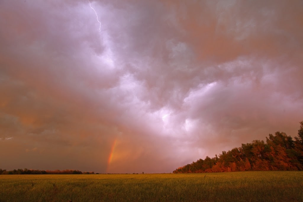 In cloud lightning and a rainbow near sunset in Kansas on May 18. (Ian Livingston)