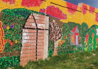Mural De Tapas De Botellas