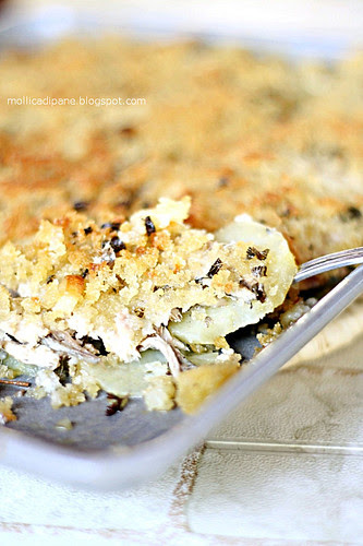 Tortiera di alici, patate e mollica di pane
