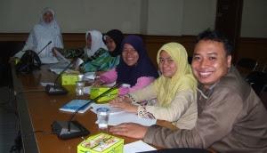Para Guru Akan Tersenyum Puas Bila Proposal PTK Telah Selesai Dibuat