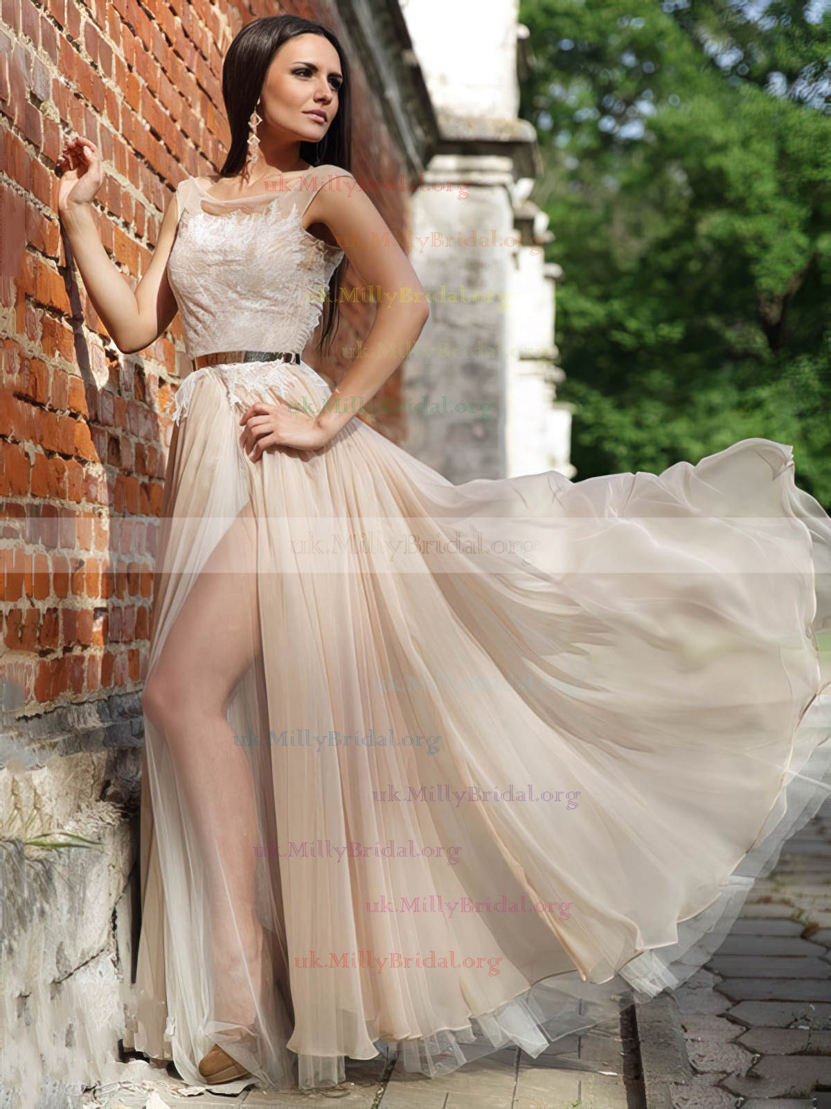http://uk.millybridal.org/product/a-line-scoop-neck-chiffon-tulle-appliques-lace-floor-length-modern-prom-dresses-ukm020102862-18110.html