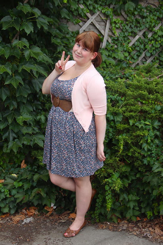 blog lovelymissmegs megs outfit ootd wardrobe dress floral we love colors urban behaviour